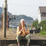 Richard playing in Yamaguchi-ken while waiting for train
