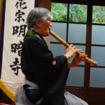 Kurahashi Yodo II playing honkyoku at the annual Myoan-ji Honkyoku Taikai, Kyoto